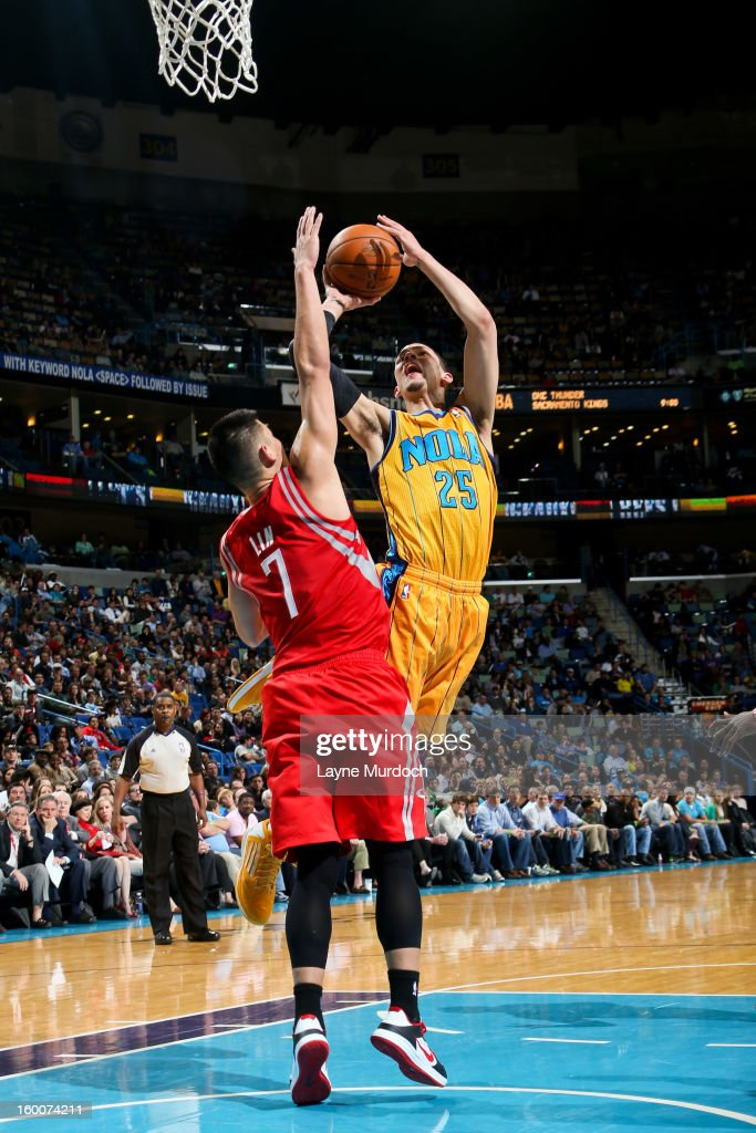<a gi-track='captionPersonalityLinkClicked' href=/galleries/search?phrase=Austin+Rivers&family=editorial&specificpeople=7117574 ng-click='$event.stopPropagation()'>Austin Rivers</a> #25 of the New Orleans Hornets drives to the basket against <a gi-track='captionPersonalityLinkClicked' href=/galleries/search?phrase=Jeremy+Lin&family=editorial&specificpeople=6669516 ng-click='$event.stopPropagation()'>Jeremy Lin</a> #7 of the Houston Rockets on January 25, 2013 at the New Orleans Arena in New Orleans, Louisiana.