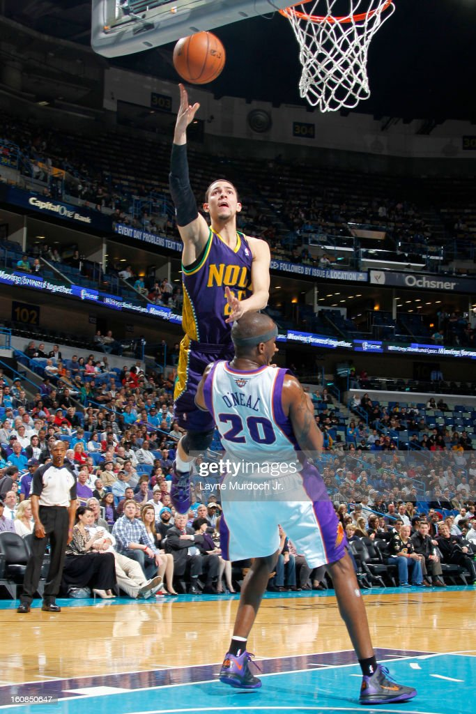 <a gi-track='captionPersonalityLinkClicked' href=/galleries/search?phrase=Austin+Rivers&family=editorial&specificpeople=7117574 ng-click='$event.stopPropagation()'>Austin Rivers</a> #25 of the New Orleans Hornets shoots against <a gi-track='captionPersonalityLinkClicked' href=/galleries/search?phrase=Jermaine+O%27Neal&family=editorial&specificpeople=201524 ng-click='$event.stopPropagation()'>Jermaine O'Neal</a> #20 of the Phoenix Suns on February 06, 2013 at the New Orleans Arena in New Orleans, Louisiana.