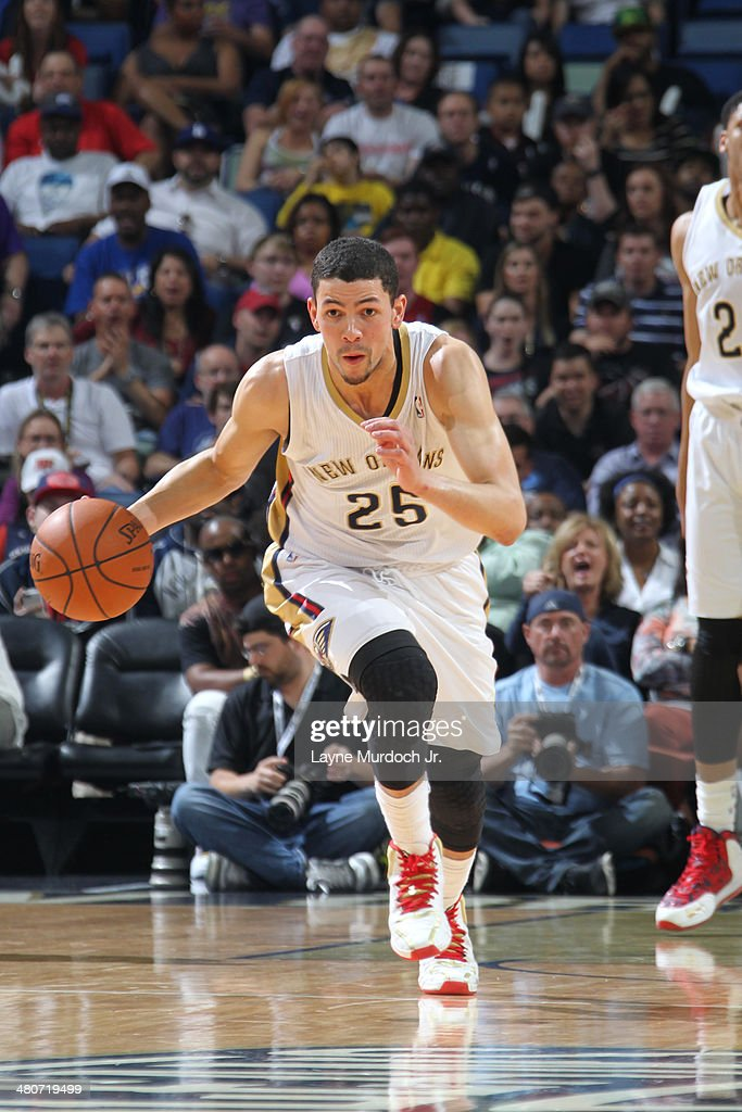 Austin Rivers #25 of the New Orleans Pelicans drives against the Miami Heat on March 22, 2014 at the Smoothie King Center in New Orleans, Louisiana.