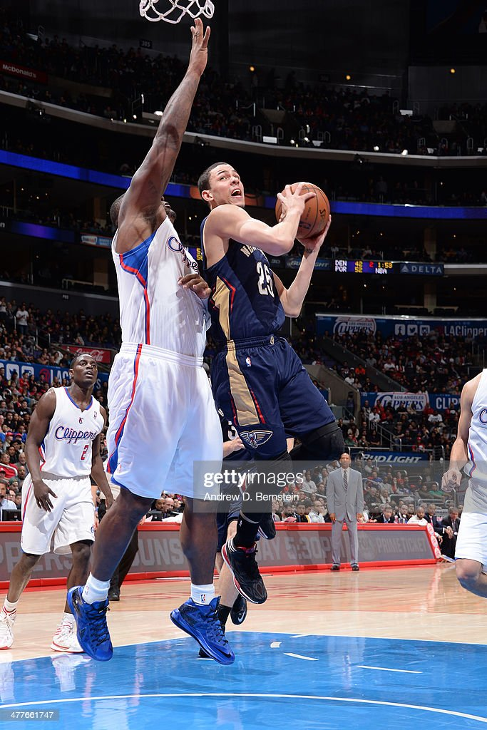 <a gi-track='captionPersonalityLinkClicked' href=/galleries/search?phrase=Austin+Rivers&family=editorial&specificpeople=7117574 ng-click='$event.stopPropagation()'>Austin Rivers</a> #25 of the New Orleans Pelicans drives to the basket against the Los Angeles Clippers at STAPLES Center on March 1, 2014 in Los Angeles, California.