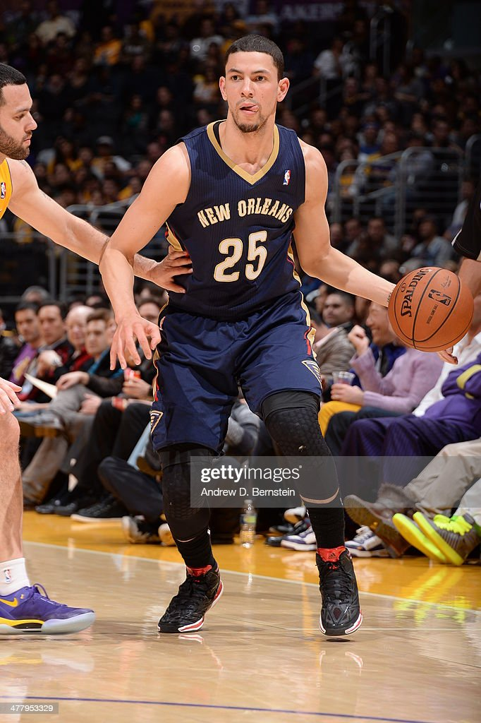 Austin Rivers #25 of the New Orleans Pelicans handles the ball against the Los Angeles Lakers at Staples Center on March 4, 2014 in Los Angeles, California.