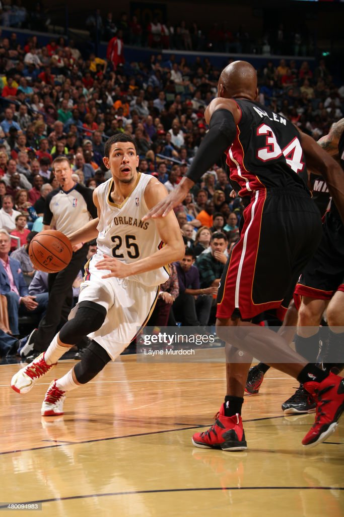 Austin Rivers #25 of the New Orleans Pelicans handles the ball against the Miami Heat on March 22, 2014 at the Smoothie King Center in New Orleans, Louisiana.
