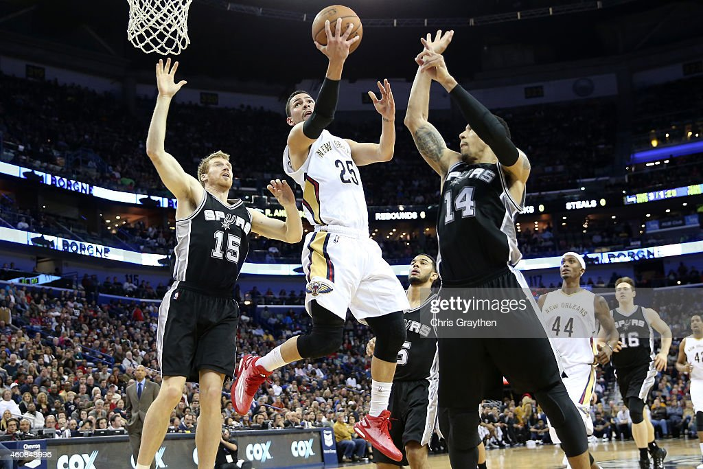 Austin Rivers of the New Orleans Pelicans shoots the ball between Matt Bonner and Danny Green of the San Antonio Spurs at Smoothie King Center on...