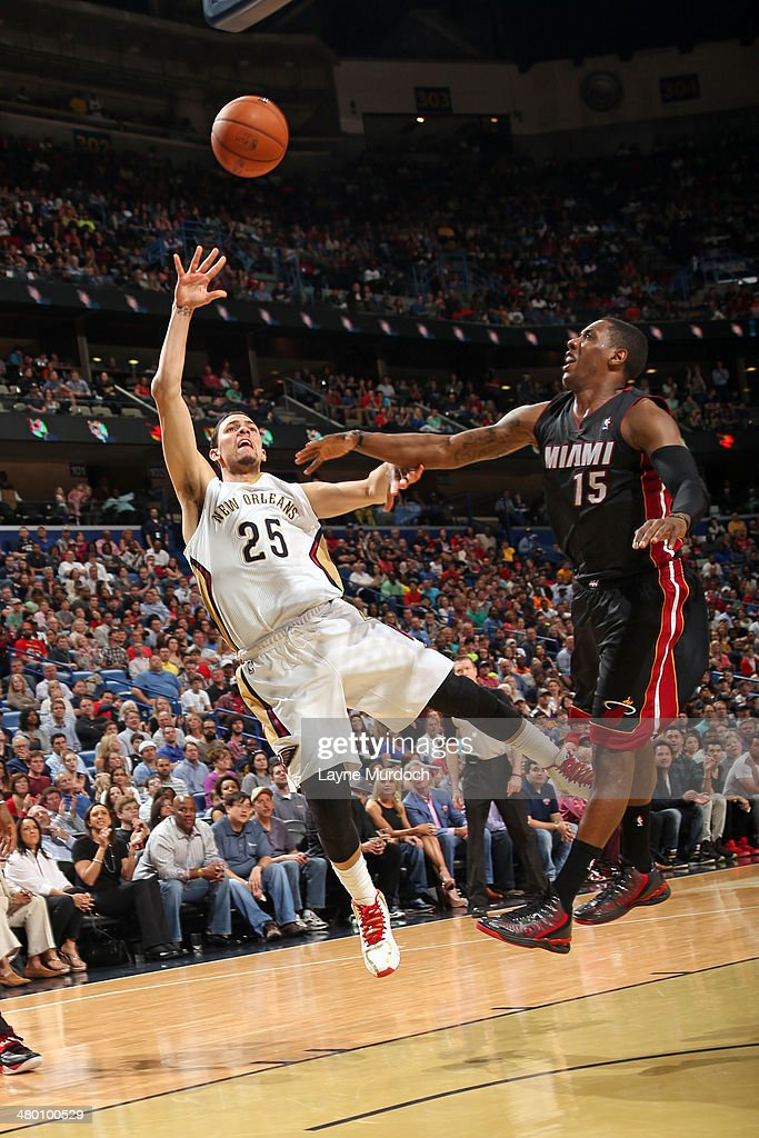 Austin Rivers #25 of the New Orleans Pelicans takes a shot against the Miami Heat on March 22, 2014 at the Smoothie King Center in New Orleans, Louisiana.