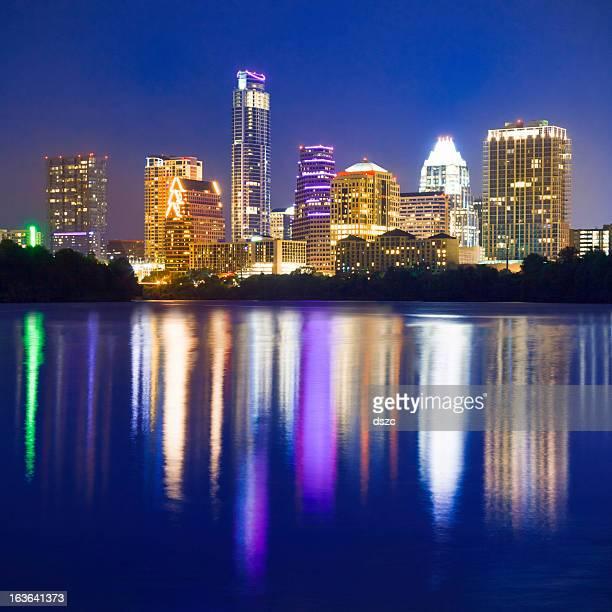 Austin skyline Vista da Cidade à noite reflectido no lago de Joaninha