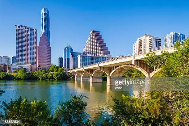 Austin Texas skyline e o Congresso Avenue Ponte sobre o lago Joaninha