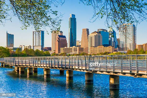 skyline von Austin, Texas.   Die Boardwalk Trail am Lady Bird Lake.