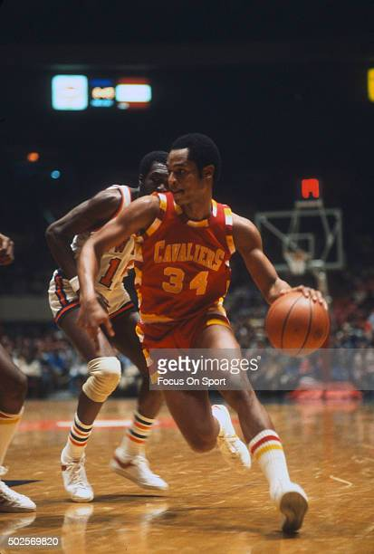 AustinCarr of the Cleveland Cavaliers dribbles past Earl Monroe of the New York Knicks during an NBA basketball game circa 1978 at Madison Square...