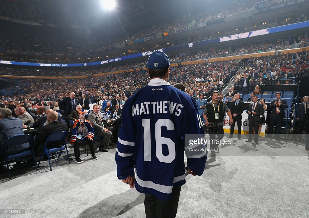 <a gi-track='captionPersonalityLinkClicked' href=/galleries/search?phrase=Auston+Matthews&family=editorial&specificpeople=13452736 ng-click='$event.stopPropagation()'>Auston Matthews</a> makes his way to the Toronto Maple Leafs draft table after being selected first overall by the Toronto Maple Leafs in the 2016 NHL Draft at First Niagara Center on June 24, 2016 in Buffalo, New York.