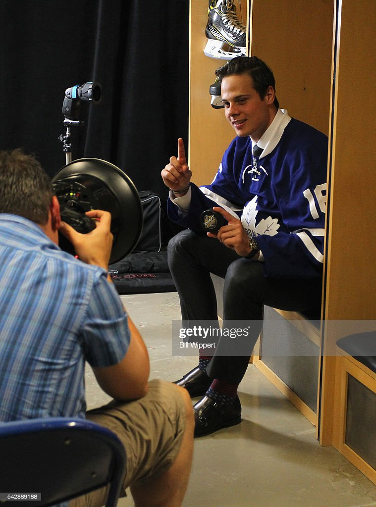<a gi-track='captionPersonalityLinkClicked' href=/galleries/search?phrase=Auston+Matthews&family=editorial&specificpeople=13452736 ng-click='$event.stopPropagation()'>Auston Matthews</a> poses for a photographer after being selected first overall by the Toronto Maple Leafs in the 2016 NHL Draft at First Niagara Center on June 24, 2016 in Buffalo, New York.