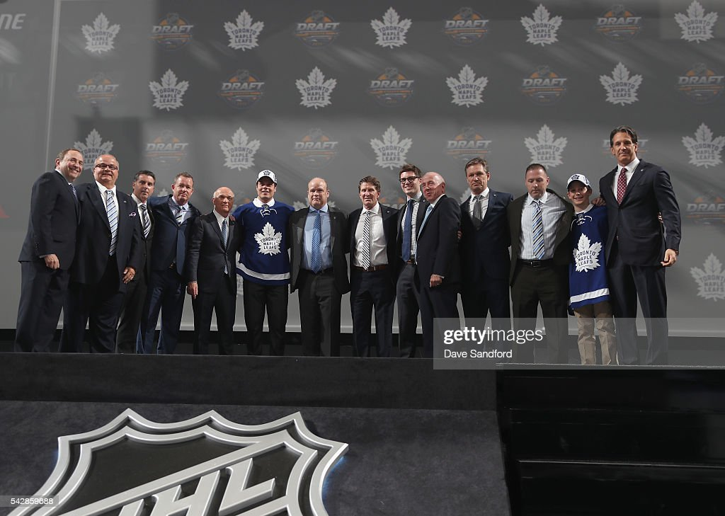 <a gi-track='captionPersonalityLinkClicked' href=/galleries/search?phrase=Auston+Matthews&family=editorial&specificpeople=13452736 ng-click='$event.stopPropagation()'>Auston Matthews</a> poses onstage with the Toronto Maple Leafs team personnel after being selected first overall by the Toronto Maple Leafs in the 2016 NHL Draft at First Niagara Center on June 24, 2016 in Buffalo, New York.