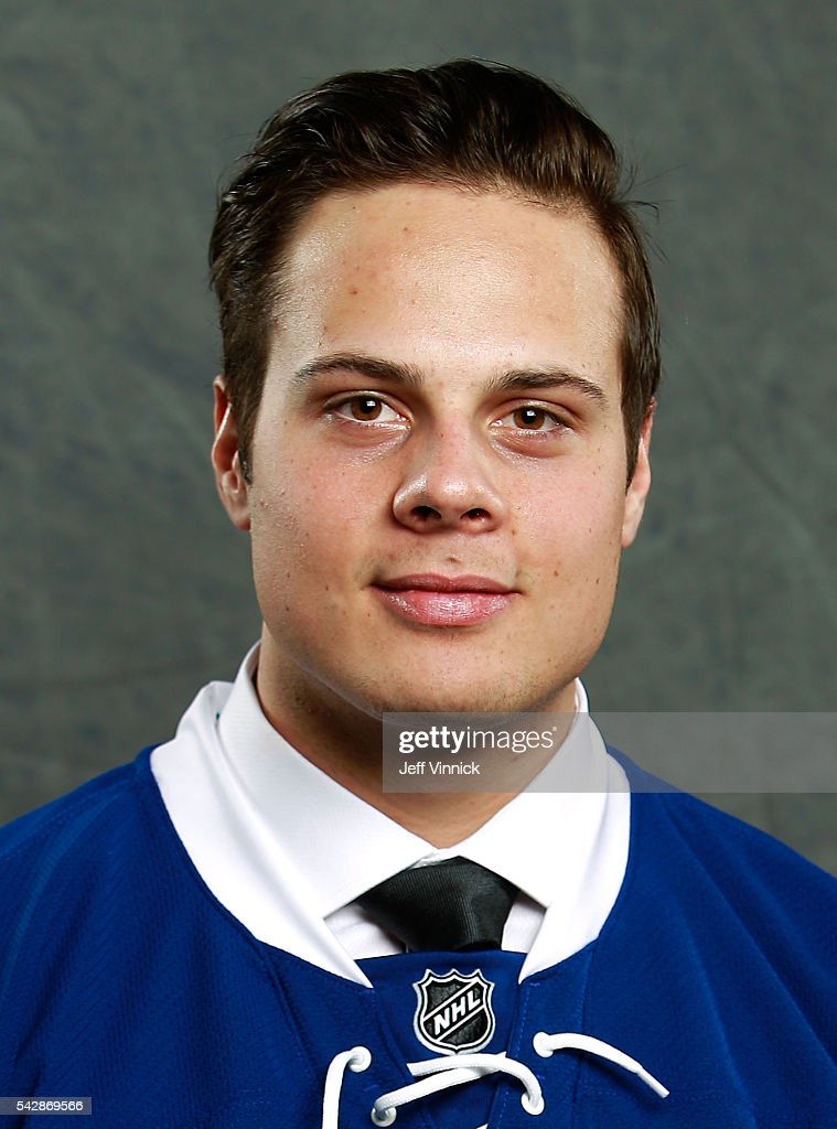 <a gi-track='captionPersonalityLinkClicked' href=/galleries/search?phrase=Auston+Matthews&family=editorial&specificpeople=13452736 ng-click='$event.stopPropagation()'>Auston Matthews</a>, selected first overall by the Toronto Maple Leafs, poses for a portrait during round one of the 2016 NHL Draft at First Niagara Center on June 24, 2016 in Buffalo, New York.