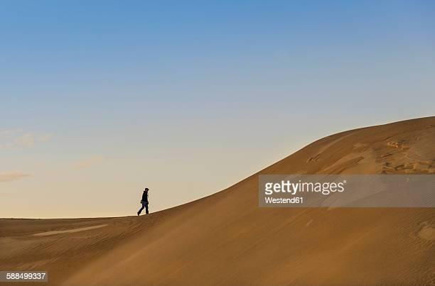 Australia, Eyre Peninsula, Port Lincoln, man walking in dunes