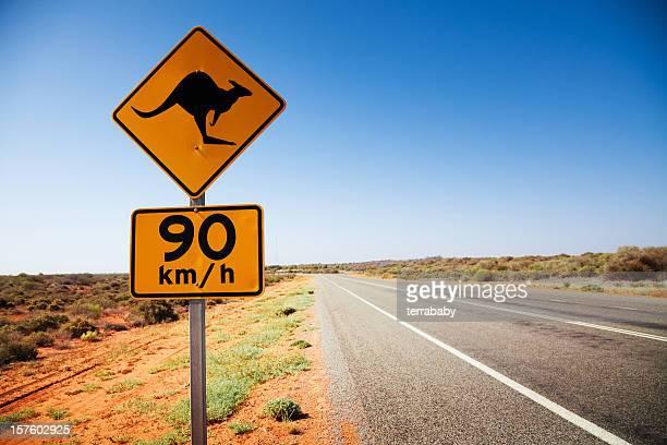 Sinal de canguru na Austrália no país Estrada solitária