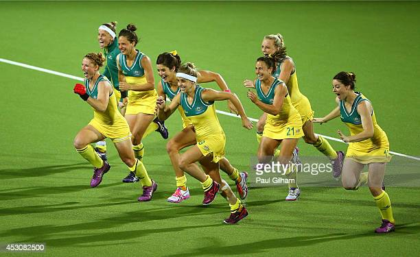 Australia players celebrate winning the gold medal after the Women's Gold Medal Match against England at Glasgow National Hockey Centre during day...