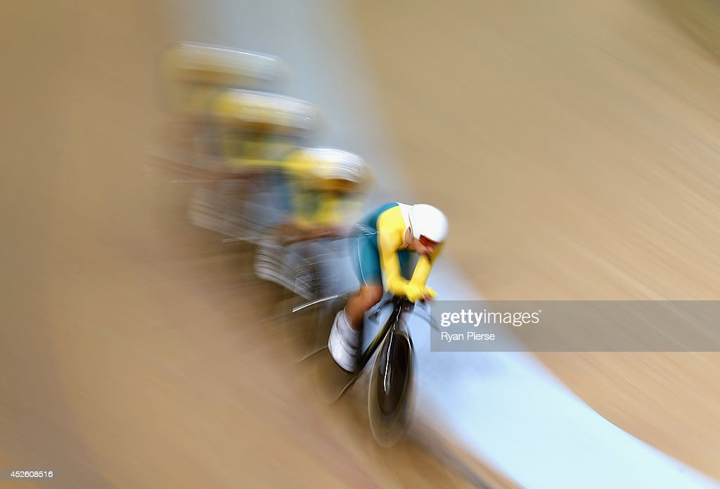 Australia race in the Men's 400m Team Pursuit Final at Sir Chris Hoy Velodrome during day one of the Glasgow 2014 Commonwealth Games on July 24, 2014 in Glasgow, United Kingdom.