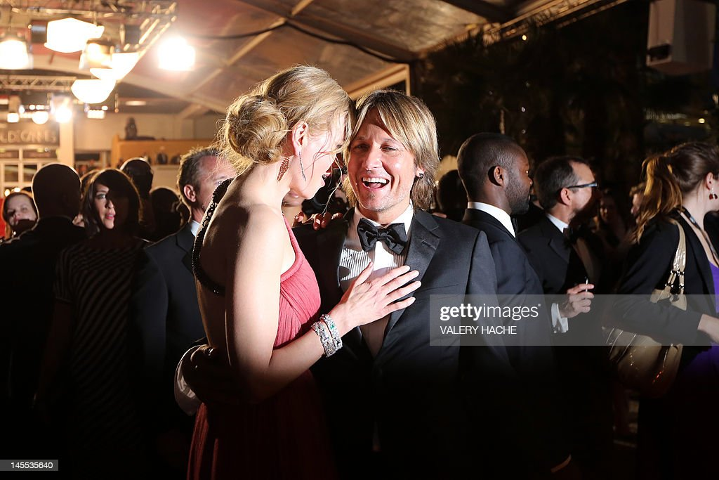 Australian actress Nicole Kidman leaves with husband Keith Urban after the screening of 'The Paperboy' presented in competition at the 65th Cannes film festival on May 24, 2012 in Cannes. AFP PHOTO / VALERY HACHE
