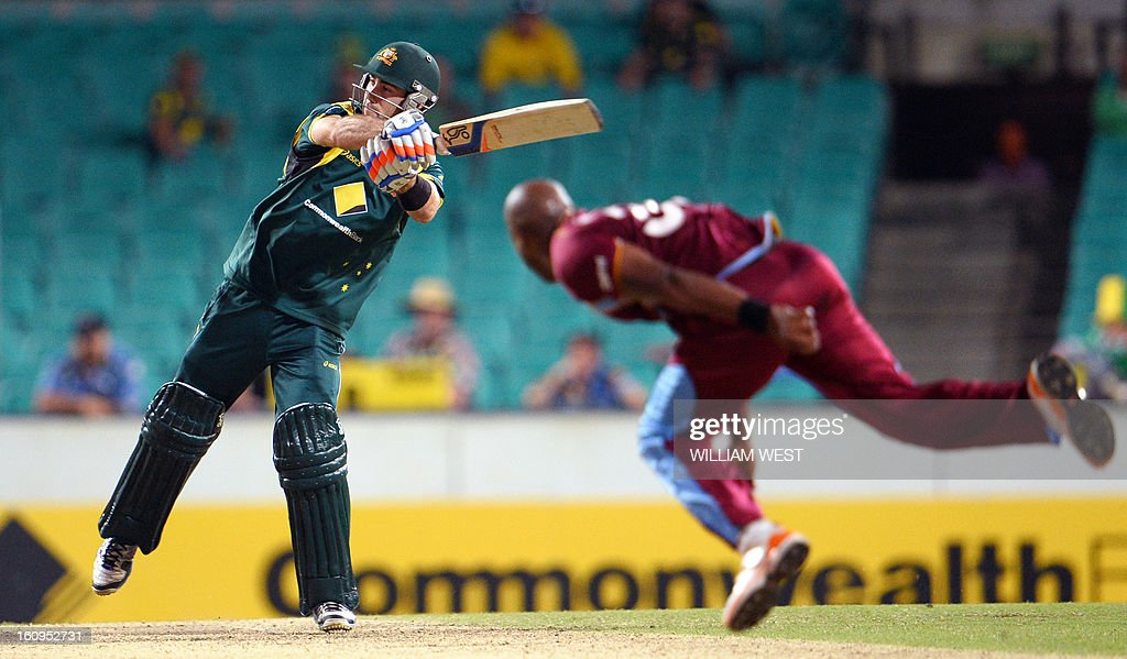 Australian batsman Glenn Maxwell (L) hits the winning runs of West Indian paceman Tino Best (R) in their one-day cricket international played at the Sydney Cricket Ground on February 8, 2013. AFP PHOTO/William WEST IMAGE RESTRICTED TO EDITORIAL USE - STRICTLY NO COMMERCIAL USE