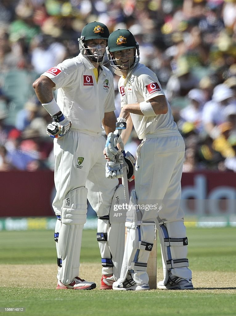 Australian batsmen Michael Clarke (R) and Mike Hussey, discuss tactics in between overs batting against South Africa on the first day of the second cricket Test match at the Adelaide Oval on November 22, 2012. AFP PHOTO/David Mariuz IMAGE