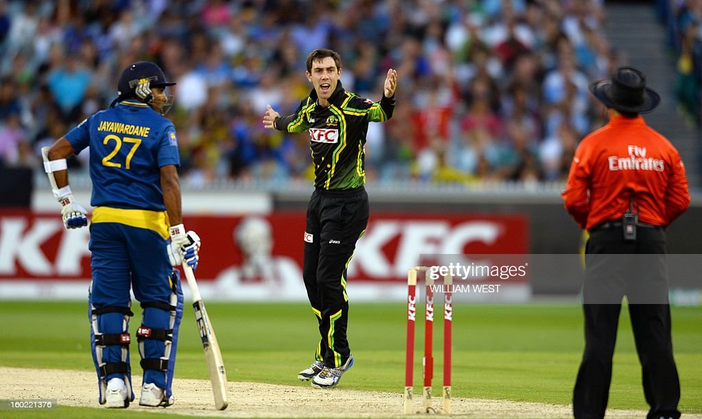 Australian bowler Glenn Maxwell (C) appeals for a decision as Sri Lankan batsman Mahela Jayawardene (L) looks on during their Twenty20 match played at the Melbourne Cricket Ground (MCG), on January 28, 2013. AFP PHOTO/William WEST USE