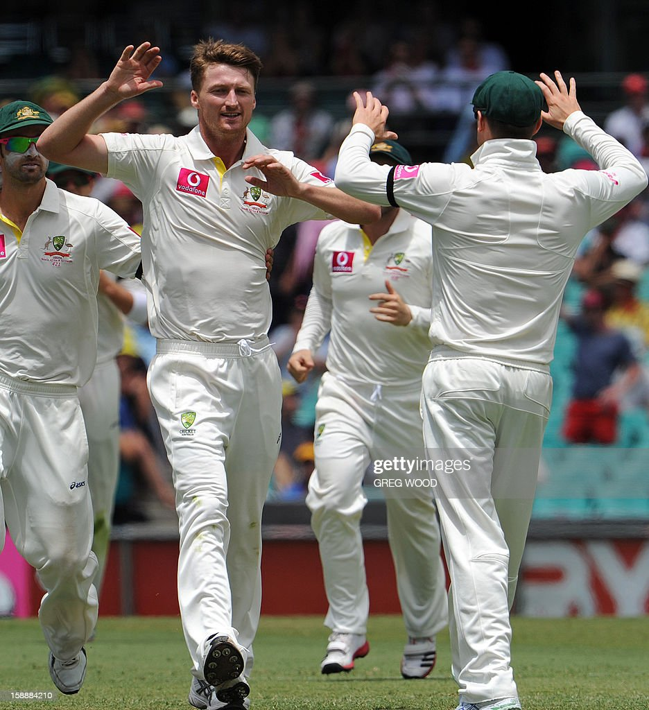 Australian bowler Jackson Bird (2nd L) is congratulated by teammates after dismissing Sri Lankan batsman Tillakaratne Dilshan on day one of the third cricket Test between Sri Lanka and Australia at the Sydney Cricket Ground on January 3, 2013. IMAGE AFP PHOTO / Greg WOOD