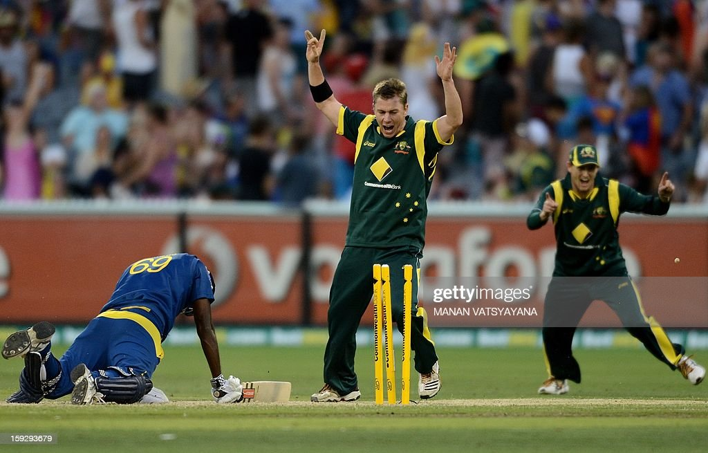 Australian bowler Xavier Doherty (C) and captain George Bailey (R) celebrate the run-out of Sri Lankan batsman Angelo Mathews during the first one-day international between Australia and Sri Lanka at the Melbourne Cricket Ground on January 11, 2013. AFP PHOTO/ MANAN VATSYAYANA USE