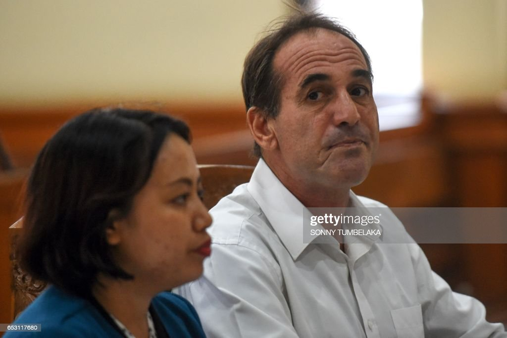 Australian businessman Giuseppe Serafino (R) attends his trial at a court in Denpasar on Indonesia's resort island of Bali on March 14, 2017. Serafino is charged with using, possessing and transporting hashish after allegedly being caught in possession of small amounts of the drug in October 2016. /