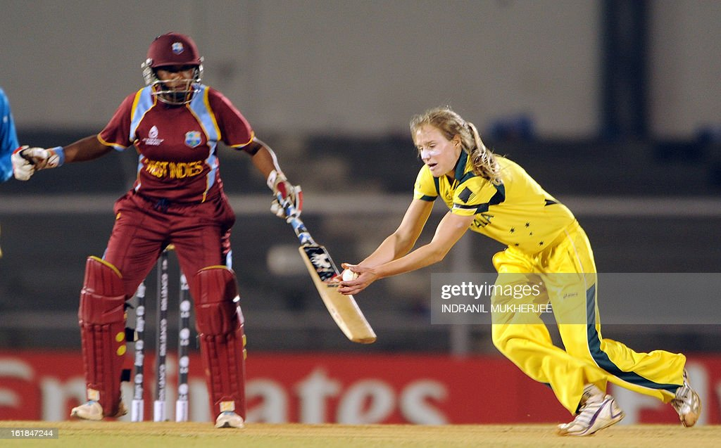 Australian cricketer Elysse Perry takes a return catch of unseen West Indies cricketer Stafanie Taylor as non-striker Natasha McLean (L) looks on during the final match of the ICC Women's World Cup 2013 between Australia and West Indies at the Cricket Club of India's Brabourne stadium in Mumbai on February 17, 2013. AFP PHOTO/Indranil MUKHERJEE