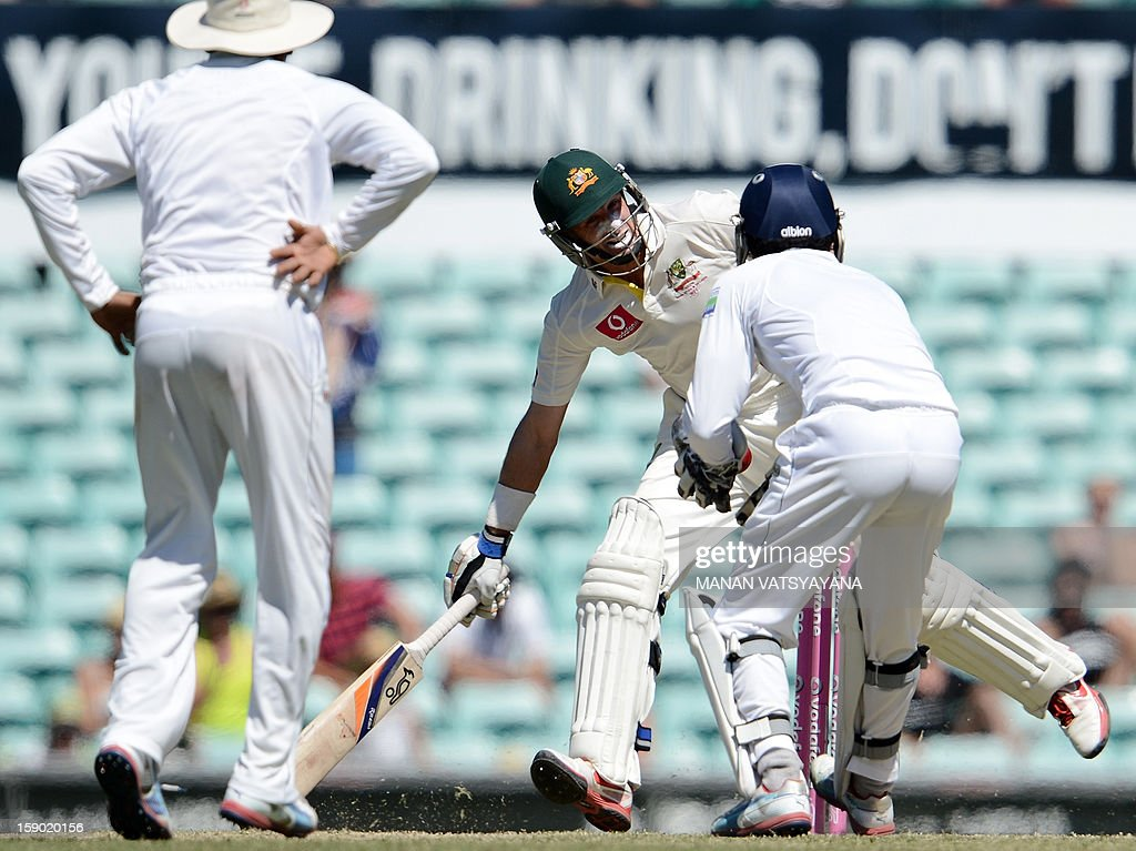 Australian cricketer Michael Hussey (C) takes a run on the fourth day of the third cricket Test match between Australia and Sri Lanka at the Sydney Cricket Ground on January 6, 2013. Australia beat Sri Lanka in the three Test series 3-0.