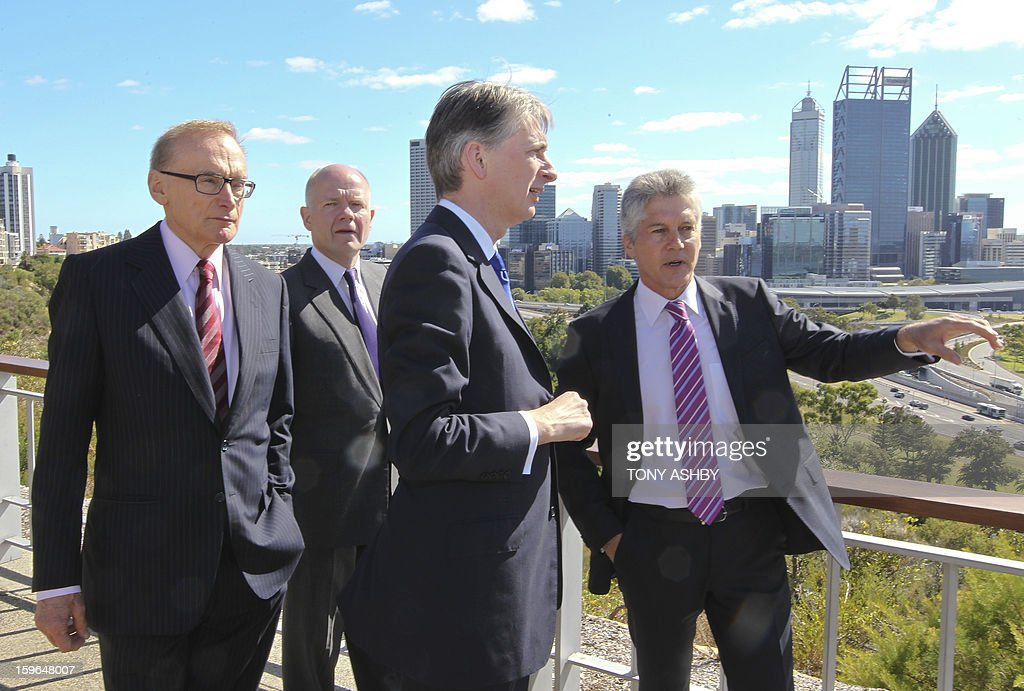 Australian Defence Minister Stephen Smith (R) speaks about his home city to Australian Foreign Minister Bob Carr (L) British Foreign Secretary William Hague (2nd L) and British Defence Minister Philip Hammond (3rd L) at Perth's Kings Park War Memorial before the commencement of the Australia-UK Ministerial Consultations (AUKMIN) in Perth on January 18, 2013. The event is an annual day-long summit between the British Foreign Secretary and Defence Minister and their Australian counterparts. AFP PHOTO / POOL / Tony ASHBY
