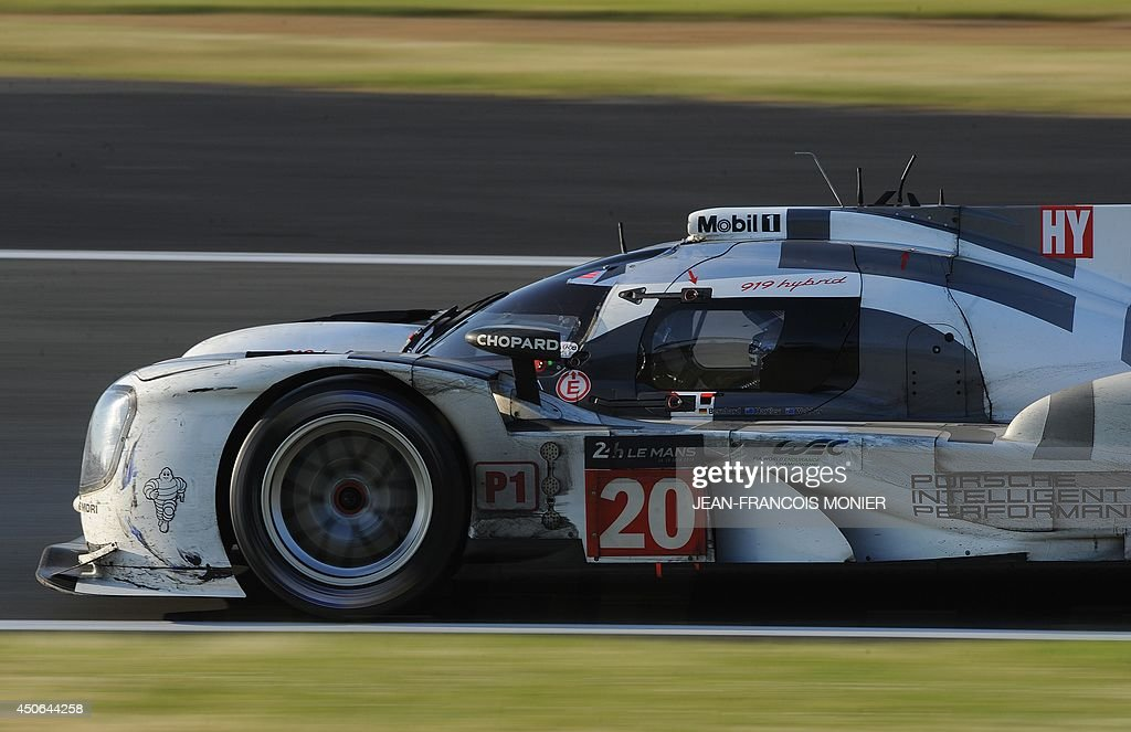 Australian driver Mark Webber in his Porsche 919 Hybrid N° 20 competes during the 82nd Le Mans 24 hours endurance race, on June 15, 2014 in Le Mans, western France. Fifty-six cars with 168 drivers are participating on June 14 and 15 in the Le Mans 24-hours endurance race.