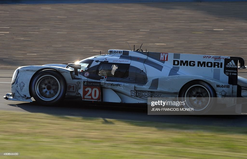 Australian driver Mark Webber in his Porsche 919 Hybrid N° 20 competes during the 82nd Le Mans 24 hours endurance race, on June 15, 2014 in Le Mans, western France. Fifty-six cars with 168 drivers are participating on June 14 and 15 in the Le Mans 24-hours endurance race. AFP PHOTO / JEAN FRANCOIS MONIER
