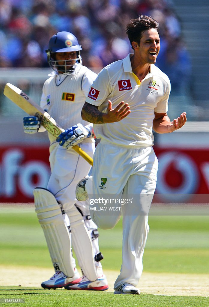 Australian fast bowler Mitchell Johnson (R) celebrates dismissing Sri Lankan batsman Tillakaratne Dilshan (L) on the first day of the second cricket Test match between Australia and Sri Lanka at the Melbourne Cricket Ground (MCG), in Melbourne, on December 26, 2012. AFP PHOTO/William WEST IMAGE RESTRICTED TO EDITORIAL USE - STRICTLY NO COMMERCIAL USE