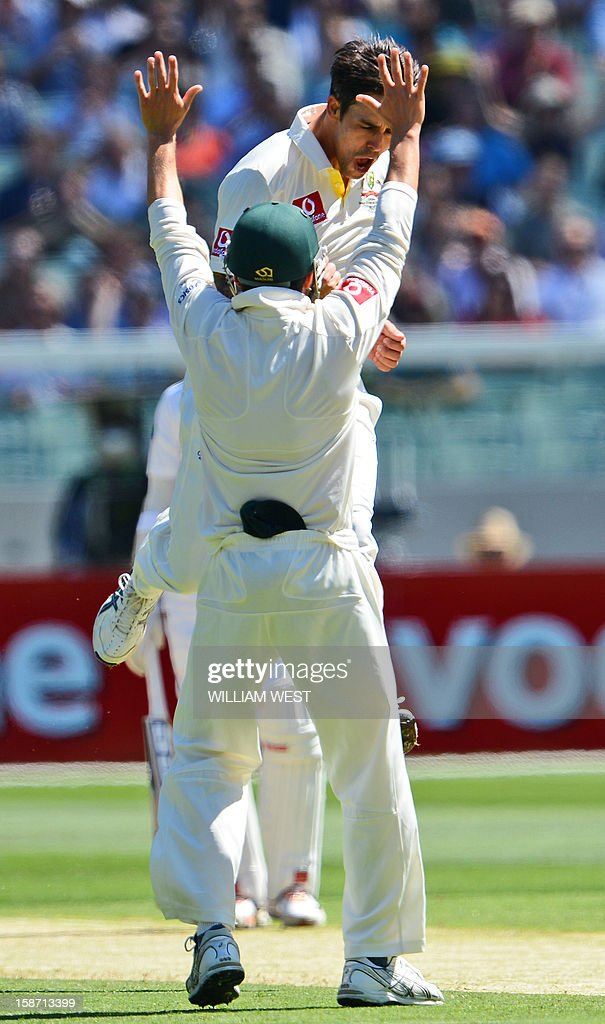 Australian fast bowler Mitchell Johnson (R) celebrates dismissing Sri Lankan batsman Tillakaratne Dilshan with teammate Ed Cowan (L) on the first day of the second cricket Test match between Australia and Sri Lanka at the Melbourne Cricket Ground (MCG), in Melbourne, on December 26, 2012. AFP PHOTO/William WEST IMAGE
