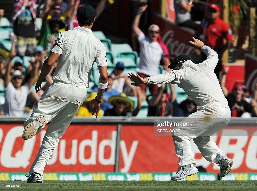 Australian fieldsman David Warner (R) reacts after taking a catch to dismiss Sri Lankan batsman Lahiru Thirimanne on day one of the third cricket Test between Sri Lanka and Australia at the Sydney Cricket Ground on January 3, 2013. IMAGE STRICTLY RESTRICTED TO EDITORIAL USE - STRICTLY NO COMMERCIAL USE AFP PHOTO / Greg WOOD