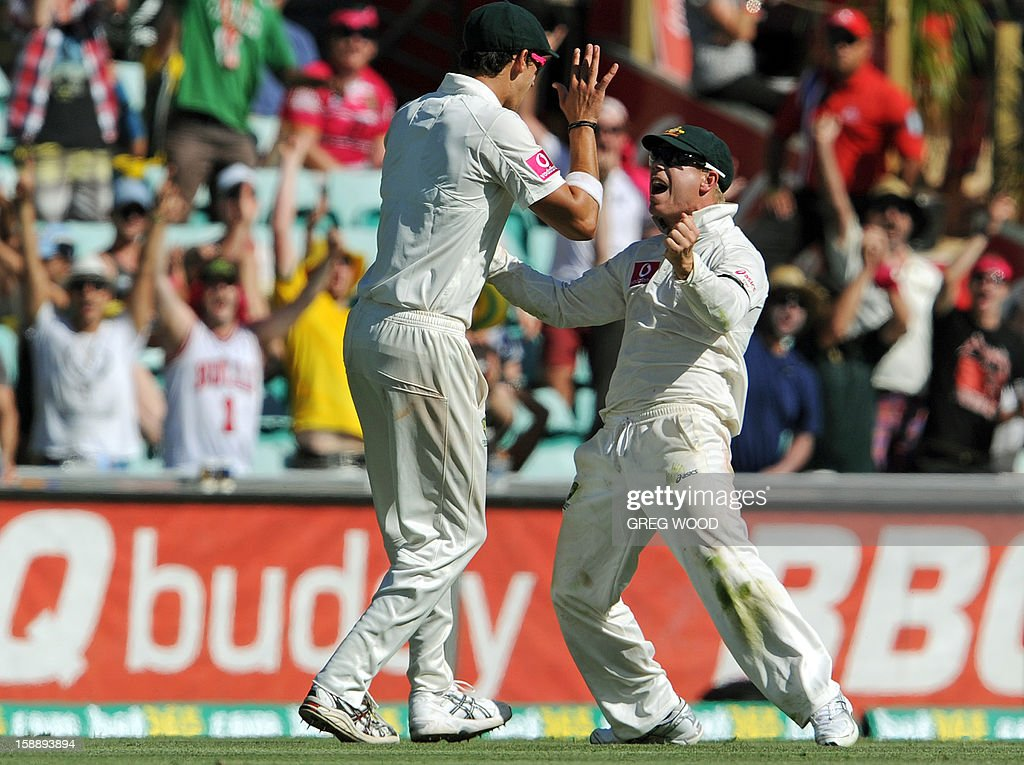Australian fieldsman David Warner (R), with teammate Mitchell Starc (L), reacts after taking a catch to dismiss Sri Lankan batsman Lahiru Thirimanne on day one of the third cricket Test between Sri Lanka and Australia at the Sydney Cricket Ground on January 3, 2013. IMAGE STRICTLY RESTRICTED TO EDITORIAL USE - STRICTLY NO COMMERCIAL USE AFP PHOTO / Greg WOOD