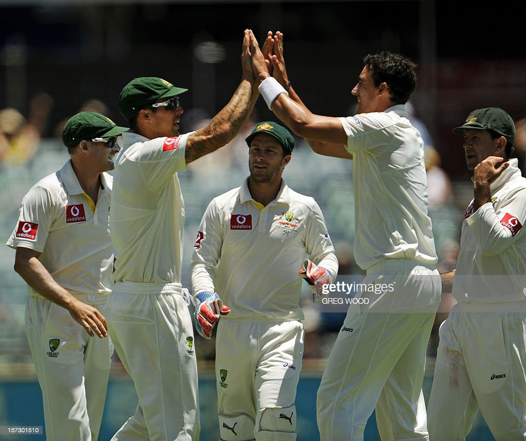 Australian fieldsman Mitchell Johnson (2nd L) and bowler Mitchell Starc (2nd R) congratulate each other after combining to dismiss South African batsman Jacques Kallis on day three of the third cricket Test between South Africa and Australia at the WACA ground in Perth on December 2, 2012. IMAGE STRICTLY RESTRICTED TO EDITORIAL USE - STRICTLY NO COMMERCIAL USE AFP PHOTO / Greg WOOD
