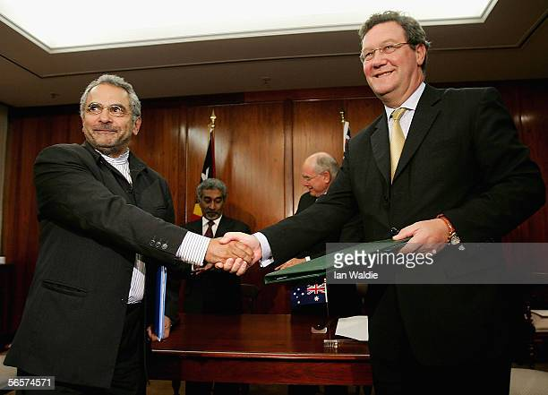 Australian Foreign Minister Alexander Downer R and East Timor Minister for Foreign Affairs and Cooperation Dr Jose RamosHorta shake hands after...