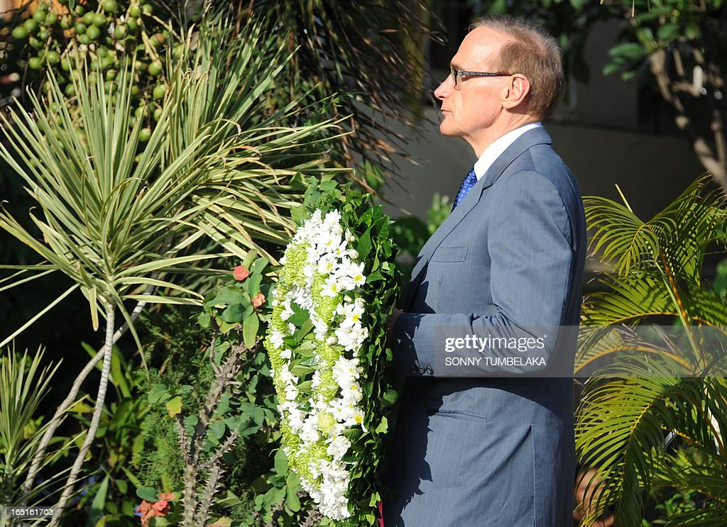 Australian foreign minister Bob Carr holds a wreath at a monument for victims of 2002 Bali in Kuta on Bali island on April 1, 2013. Carr is on the resort island of Bali to attend the fifth Bali Regional Ministerial Conference on people smuggling, trafficking in Persons and telated transnational crime.