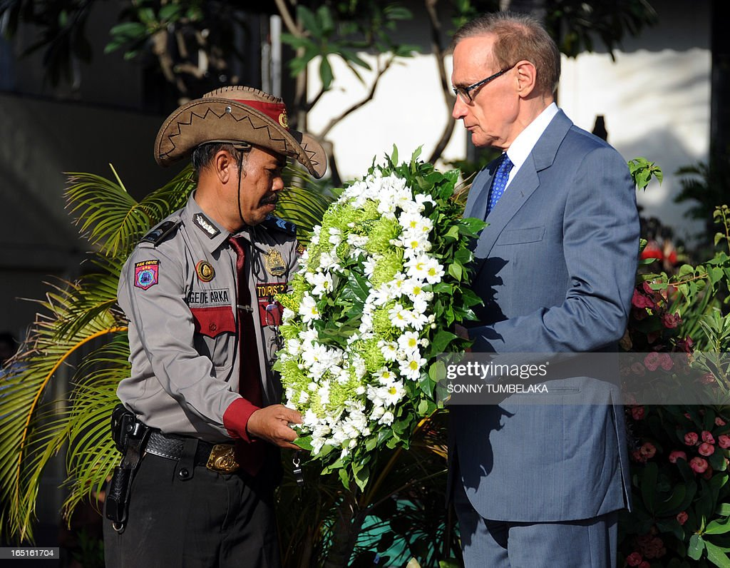 Australian foreign minister Bob Carr (R) holds a wreath at a monument for victims of 2002 Bali in Kuta on Bali island on April 1, 2013. Carr is on the resort island of Bali to attend the fifth Bali Regional Ministerial Conference on people smuggling, trafficking in Persons and telated transnational crime.