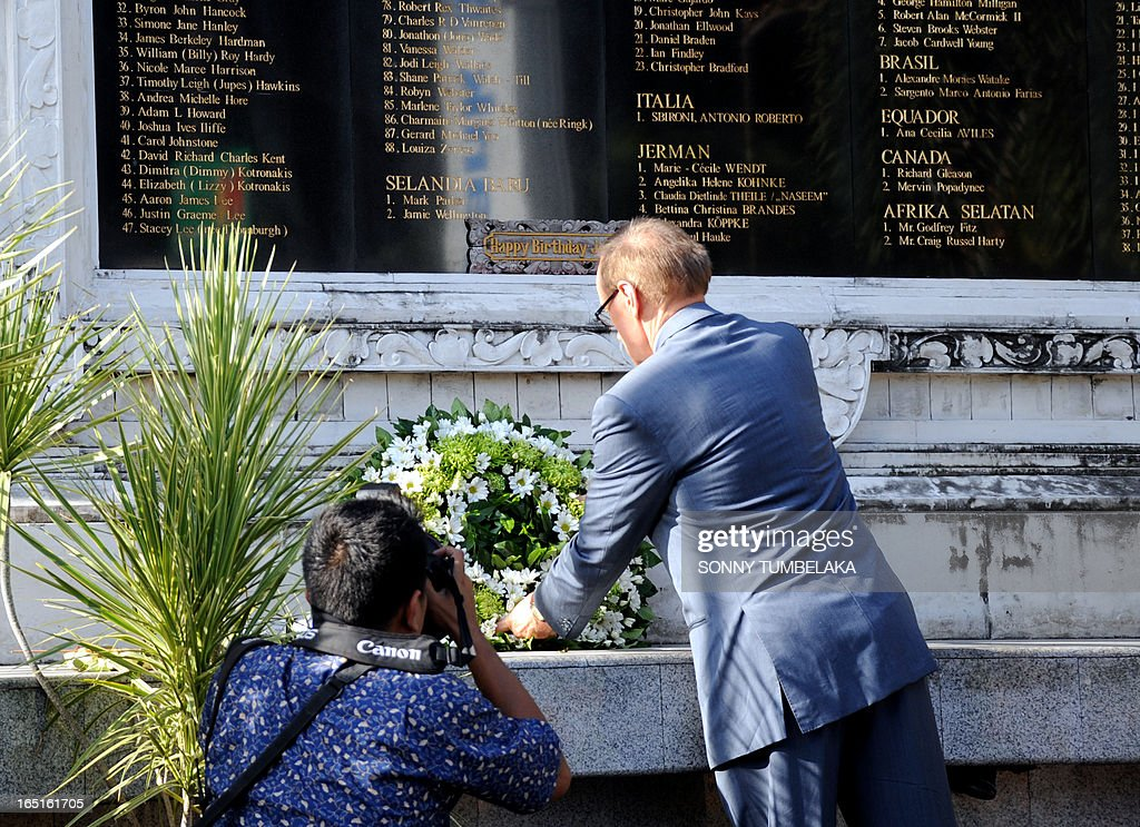 Australian foreign minister Bob Carr places a wreath at a monument for victims of 2002 Bali in Kuta on Bali island on April 1, 2013. Carr is on the resort island of Bali to attend the fifth Bali Regional Ministerial Conference on people smuggling, trafficking in Persons and telated transnational crime.
