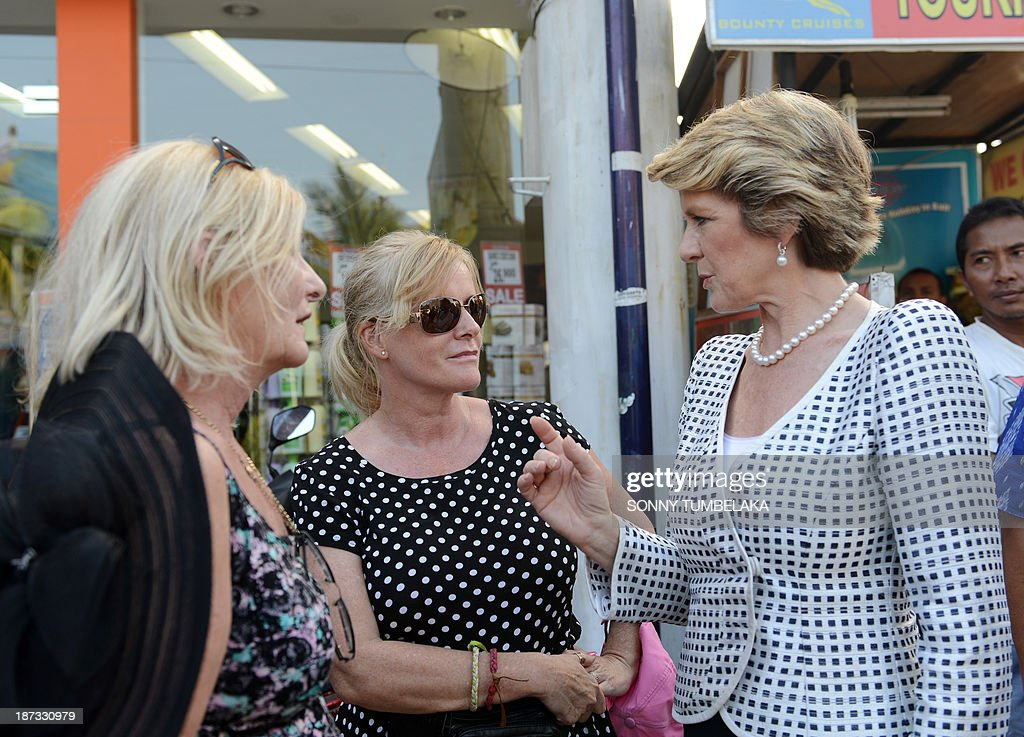 Australian Foreign Minister Julie Bishop (R) speaks with Australian tourists as she visits the Bali bombing monument in Kuta on Bali island on November 8, 2013, after attending the Bali Democracy Forum VI. The 2002 blast, blamed on the militant Jemaah Islamiyah network linked to Al-Qaeda, tore apart a busy nightclub strip on the resort island of Bali killing 202 people, including 88 Australians. AFP PHOTO / SONNY TUMBELAKA