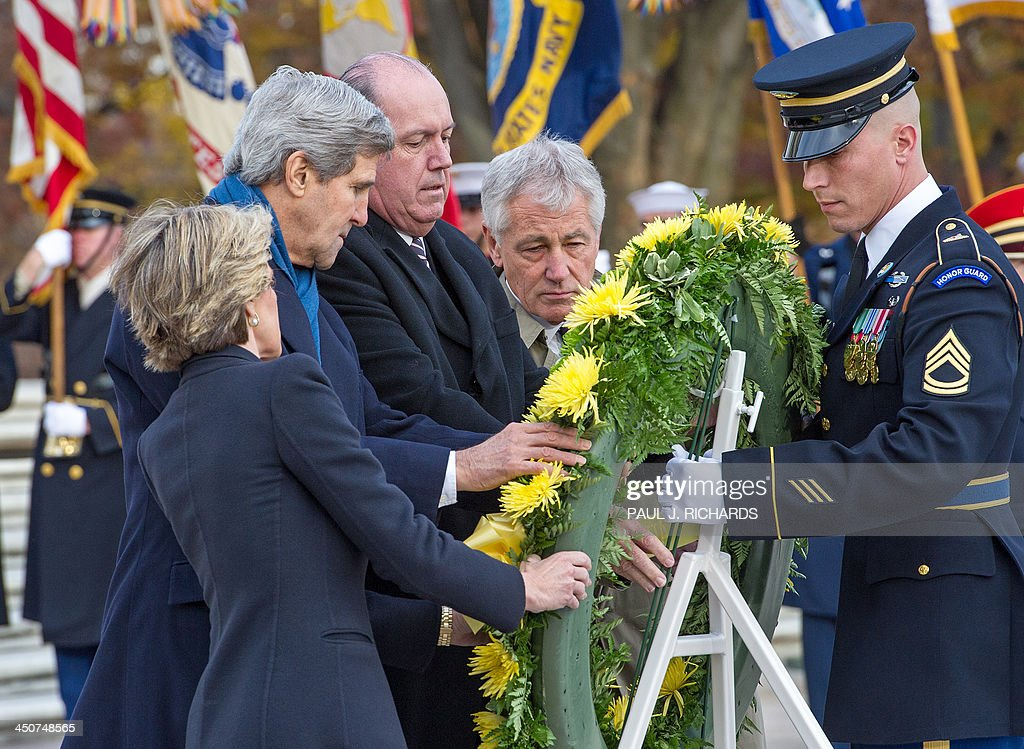 Australian Foreign Minister Julie Bishop(L), US Secretary of State John Kerry(2nd L), Australian Defence Minister David Johnston(3rd L), US Secretary of Defense Chuck Hagel(4th L)participate in a wreath laying ceremony at the Tomb of Unknown Soldier, November 20, 2013, at Arlington National Cemetery. AFP PHOTO / Paul J. Richards