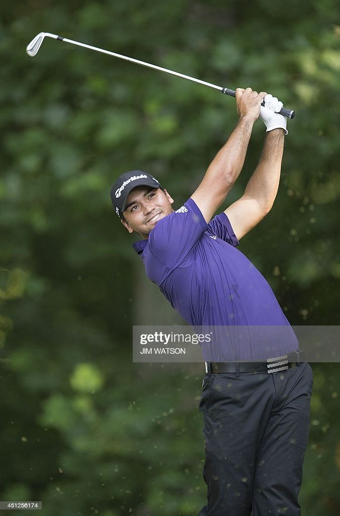 Australian golfer <a gi-track='captionPersonalityLinkClicked' href=/galleries/search?phrase=Jason+Day+-+Golfeur&family=editorial&specificpeople=4534484 ng-click='$event.stopPropagation()'>Jason Day</a> tees off during the first round of the Quicken Loans National at Congressional Country Club in Bethesda, Maryland, June 26, 2014. AFP PHOTO / Jim WATSON