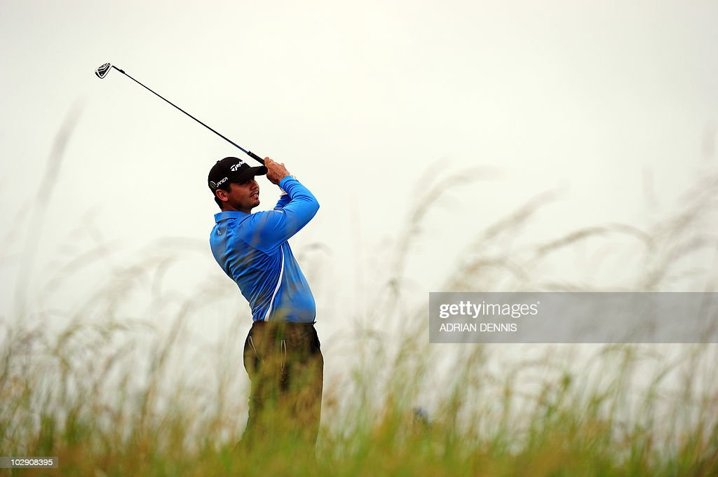 Australian golfer <a gi-track='captionPersonalityLinkClicked' href=/galleries/search?phrase=Jason+Day+-+Golfeur&family=editorial&specificpeople=4534484 ng-click='$event.stopPropagation()'>Jason Day</a> watches his drive from the 6th tee during his opening Round on the first day of the British Open Golf Championship at St Andrews in Scotland, on July 15, 2010.