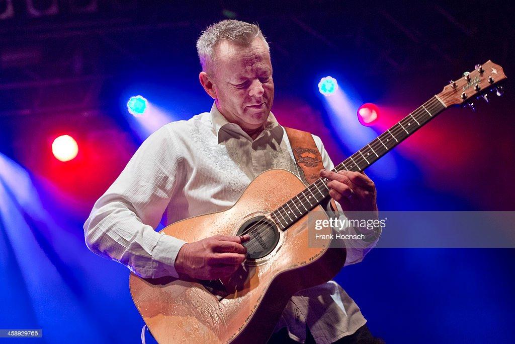 Tommy Emmanuel Performs In Berlin