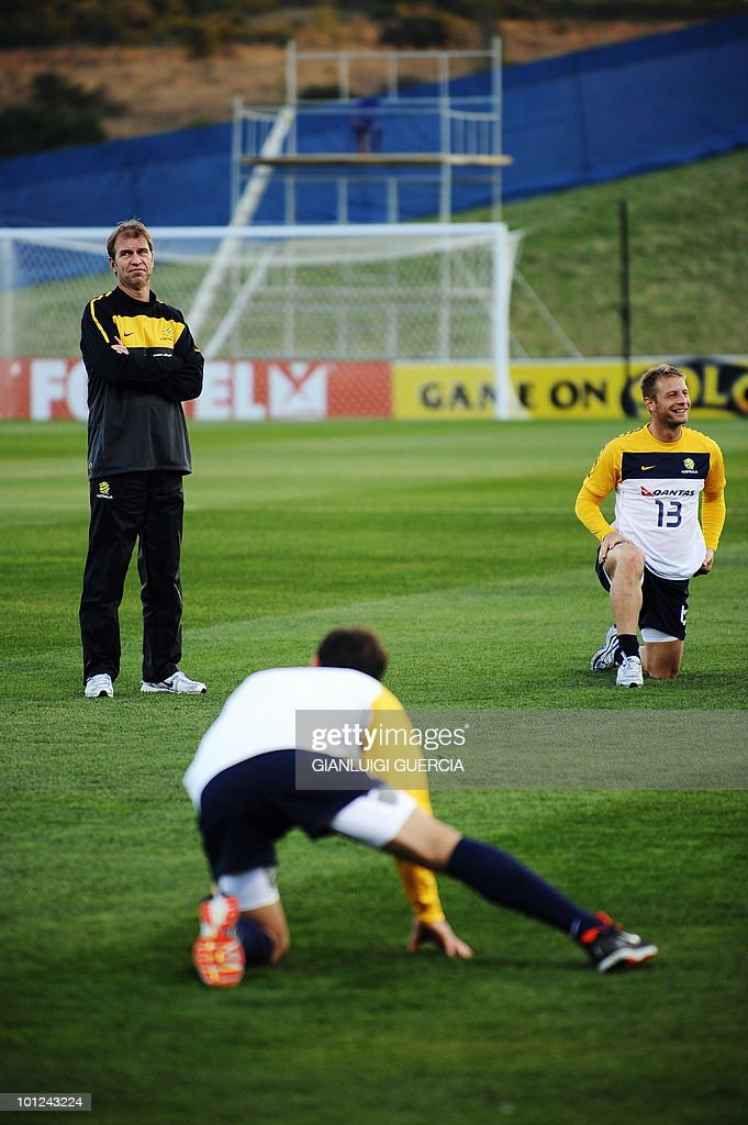 Australian head coach Pim Verbeek (L) looks at his players during a training session on May 28, 2010 at the Saint Stithians school training field in Johannesburg. The FIFA 2010 World Cup will take place from June 11 to July 11 in South Africa.