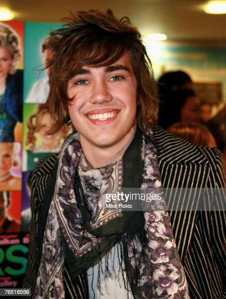 Australian Idol finalist Matt Corby attends the Australian Premiere of 'Hairspray' at the Greater Union George Street Cinema on September 5 2007 in...