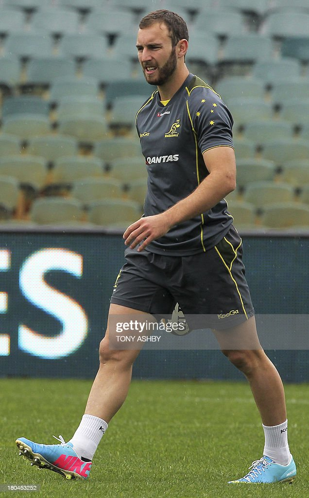 Australian new half back Nic White trains during the captain's run in preparation for the Rugby Championship match against Argentina at Paterson Stadium in Perth on September 13, 2013.AFP PHOTO Tony ASHBY -EDITORS