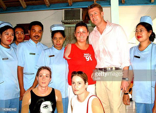 Australian Nicole McLean who lost her arm in the 12 October Bali bombing poses with others victims and nurses at Sanglah hospital in Denpasar 27...